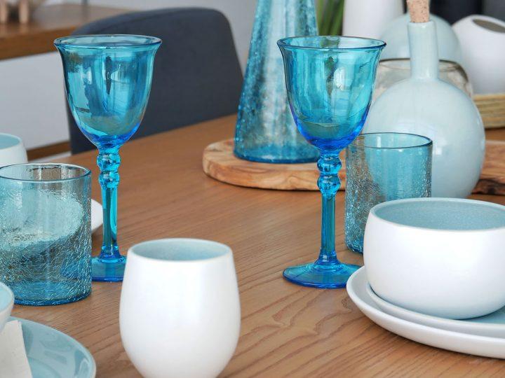 Une jolie table d'été aux couleurs ensoleillées